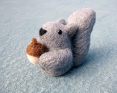 Felted Squirrel Miniature - Felted Animal - Grey Squirrel