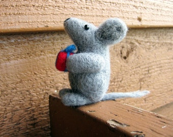 Felted Mouse - Mouse Miniature with Present - Needle Felted Animal