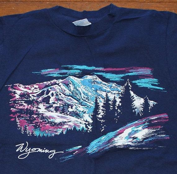 Wyoming mountains vintage tshirt medium