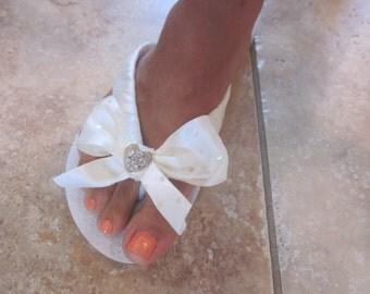 WEDDING Flip Flops for Bride.Destination Weddings. Bridal Bowz Flip Flops.Ivory Flip Flops.Beach Wedding.Bling Flip Flops.Wedding Shoes.