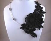 Black Lace Necklace - LOTTIE