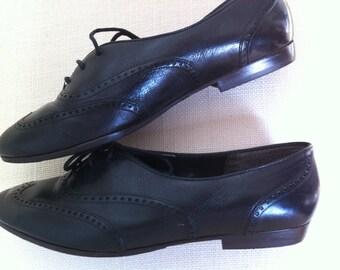 Vintage black leather oxfords / wingtip / lace-up