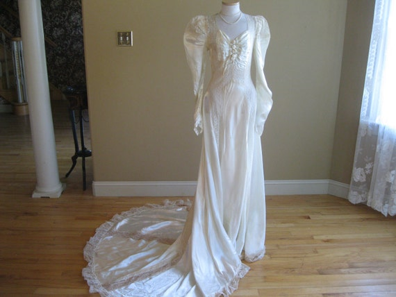 Vintage 1940s Wedding Dress - Slipper Satin and Lace Hollywood Glamour Bridal Gown