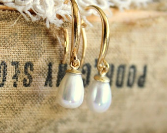 Pearls and gold tear drops earrings,bridesmades earrings - real Majorica perfect white pearls with goldfield hooks
