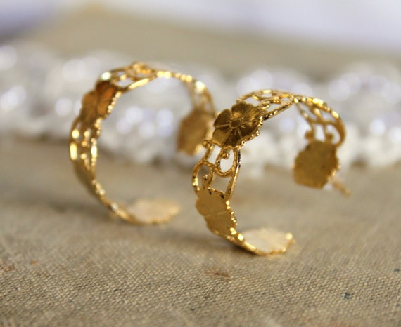Lacy floral gold earrings