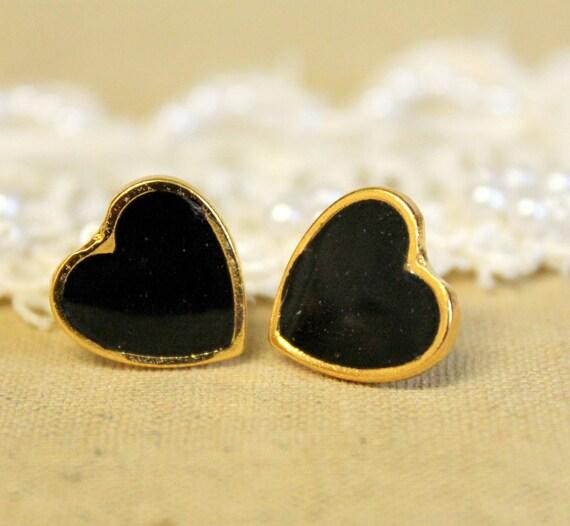 Heart black gold stud post earring -petit elegant 14k gold coated post earrings