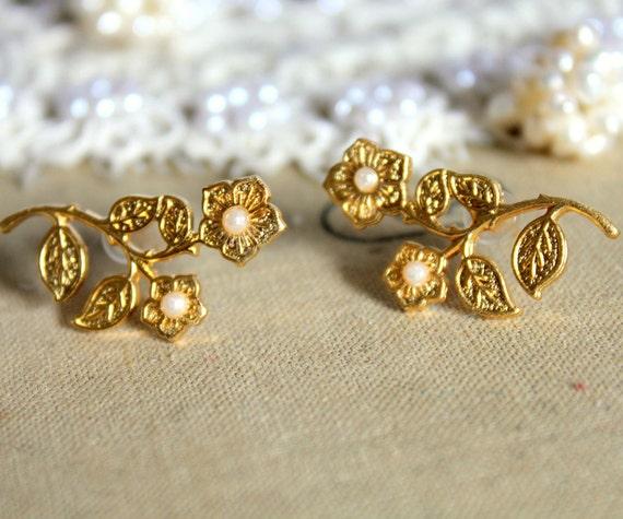 Florina - stud  earring elegant 14k gold coated post earrings.