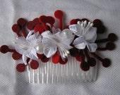 White flowered haircomb