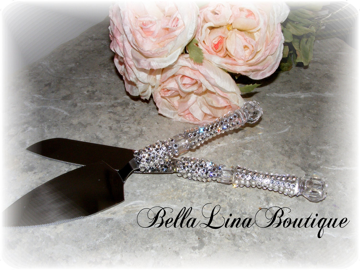 wedding cake knife and server set in swarovski crystals. Black Bedroom Furniture Sets. Home Design Ideas