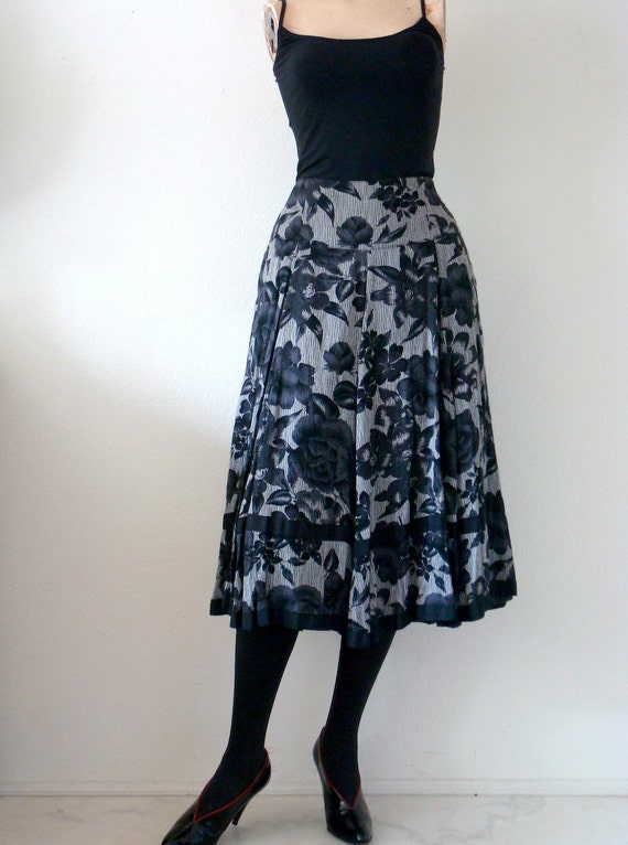 1980s Pleated Skirt with Rose Floral Print by Mondi