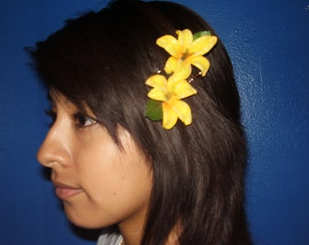 LILIES -  A set of Yellow Flower Bobby Pins With Glitter Around The Flower Petals, For Her, Rockabilly Clips
