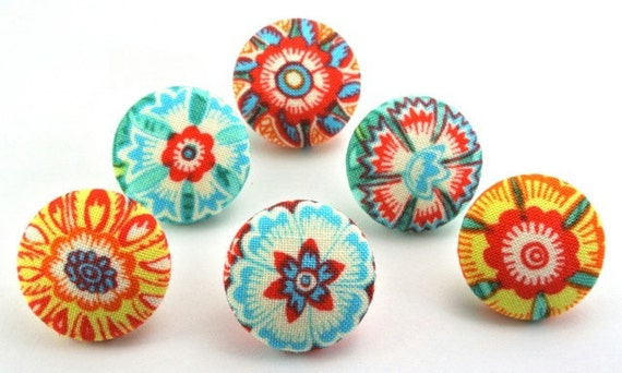 Spring Bloom  Flowers Pushpins Fabric Covered Buttons Thumb Tacks