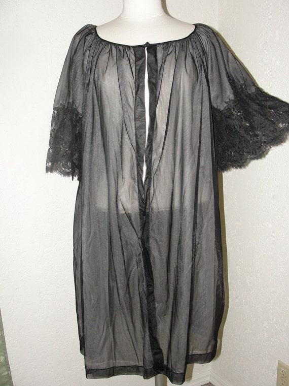 Vintage Henson Kickernick Beautiful Peignoir.  Black Nylon and Lace.