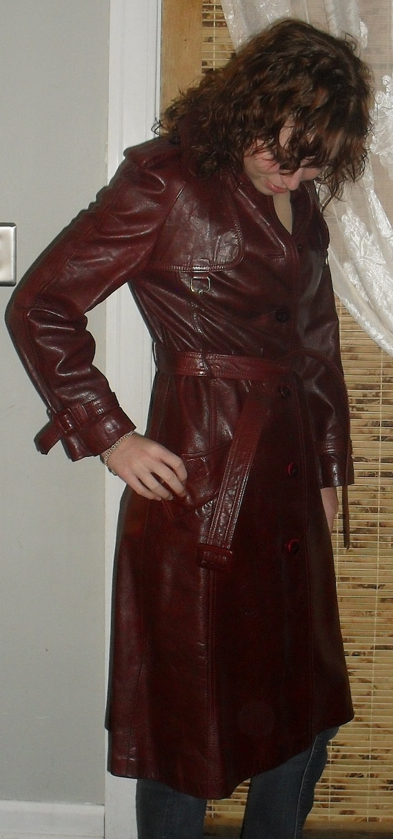 STUNNING --Pristine --Vintage 70s ETIENNE AIGNER---Ox-Blood Leather Coat Size 6-8