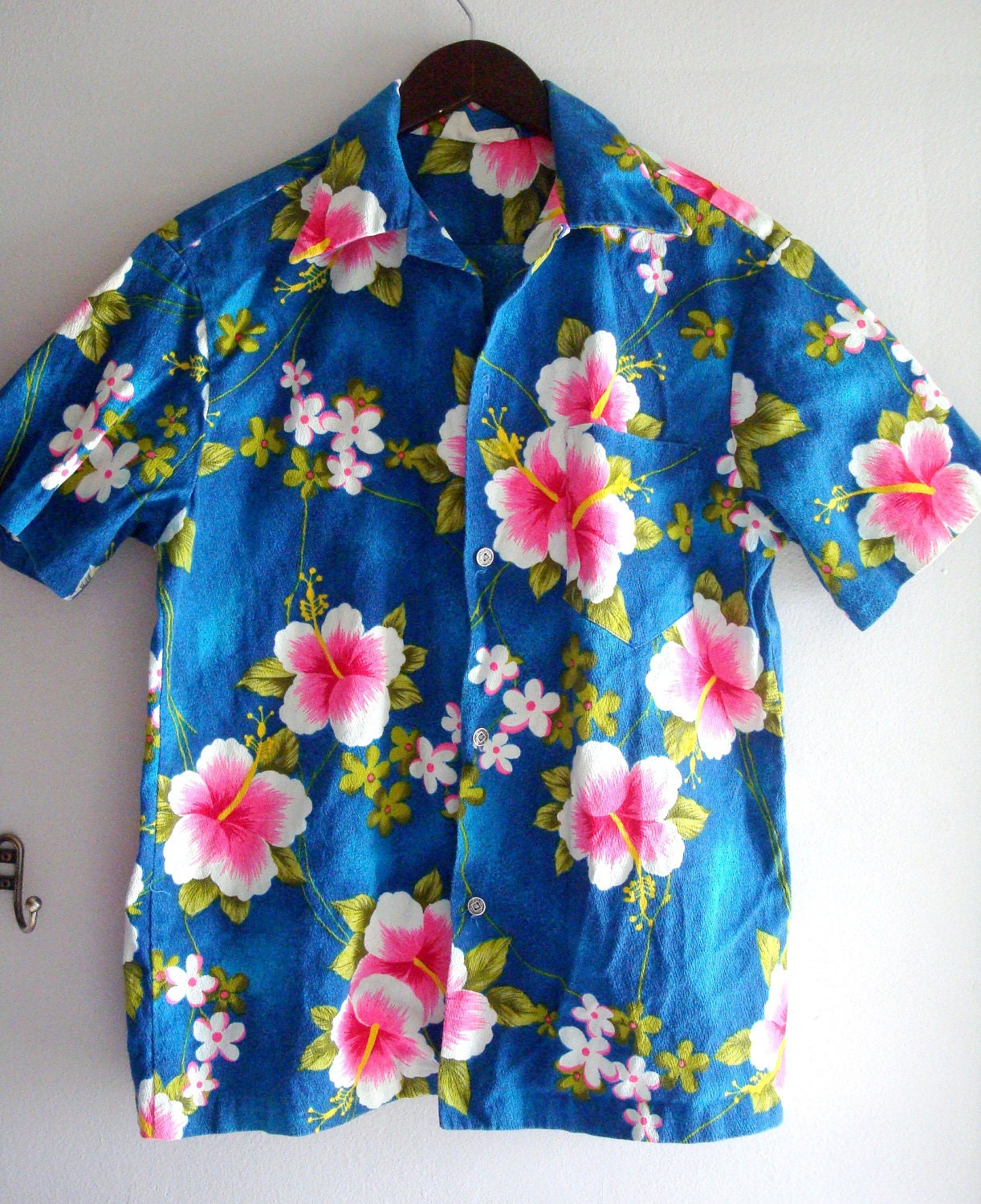 60s blue hawaiian shirt pink hibiscus flowers medium large