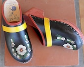 sweet black floral clogs-fits 7-8 Womens