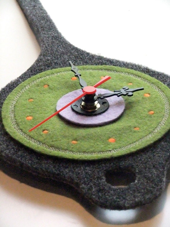Wall Clock in Felt - Double Use