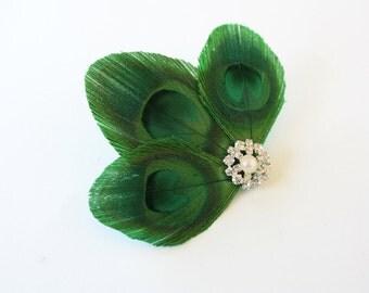 Sneaky - Green feather hair clip / Peacock fascinator