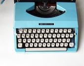 Vintage 60s Turquoise Portable Imperial 200 Typewriter / Maquina de escribir portatil de los años 60 Imperial 200