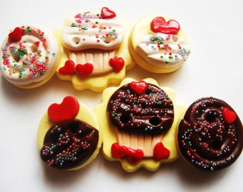 Button Cupcakes with Sprinkles handmade polymer clay buttons  ( 6 )