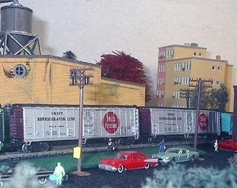 Two N Scale Swift refrigerated train box cars - 397