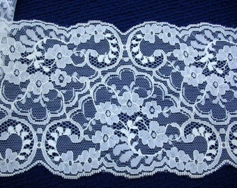 "Lace 7 Yards or 6.5 meters FAB White Wide Scallop, 5.25"" or 13 cm wide"