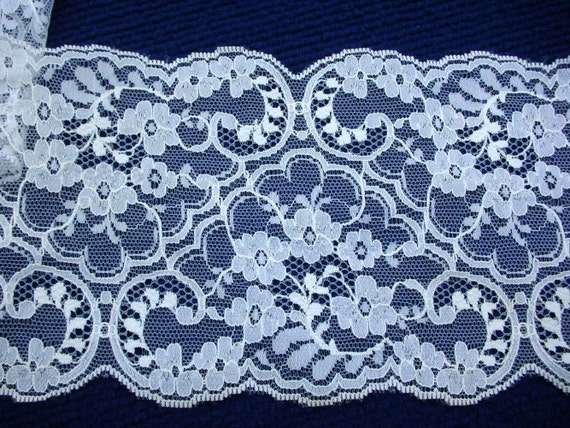 "FAB Lace White Wide Scallop 10 Yards or 9.34 meters, 5.25"" or 13 cm wide"