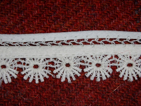 "RESERVED for Cathy Pretty Vintage White Cotton Daisy Trim 3/4"" Wide 2 Yards"