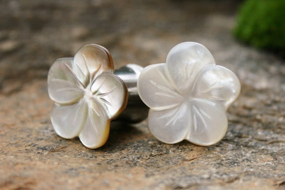 Mother of Pearl Flower Plugs Mother of Pearl Plugs One of a Kind Gauges 00g 10mm