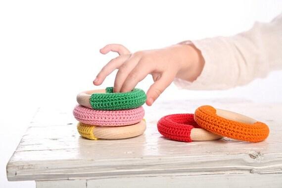 Natural baby.. JUNGLE GREEN crochet teething ring :)