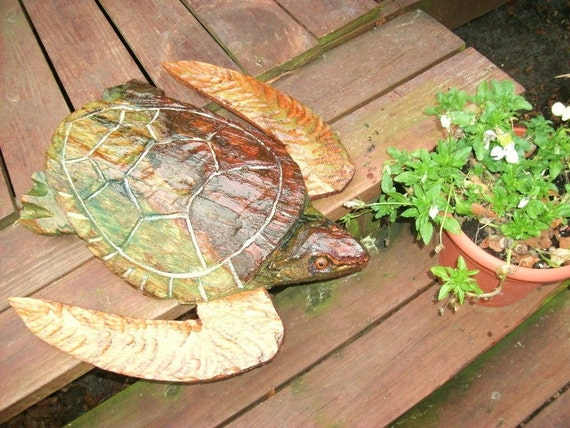 Green sea turtle chainsaw wood ocean carving