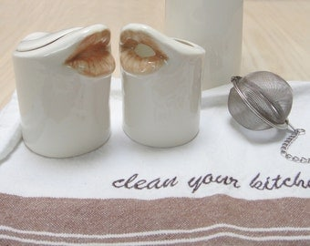 20% OFF SALE Kissing creamer and sugar. Porcelain Mouth-shaped set
