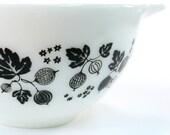 Gooseberry Vintage Pyrex Mixing Bowl Black and White Glass