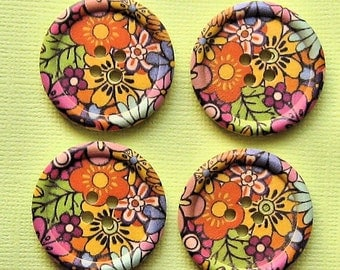 6 Large Wood Buttons Floral Designs 30mm BUT114
