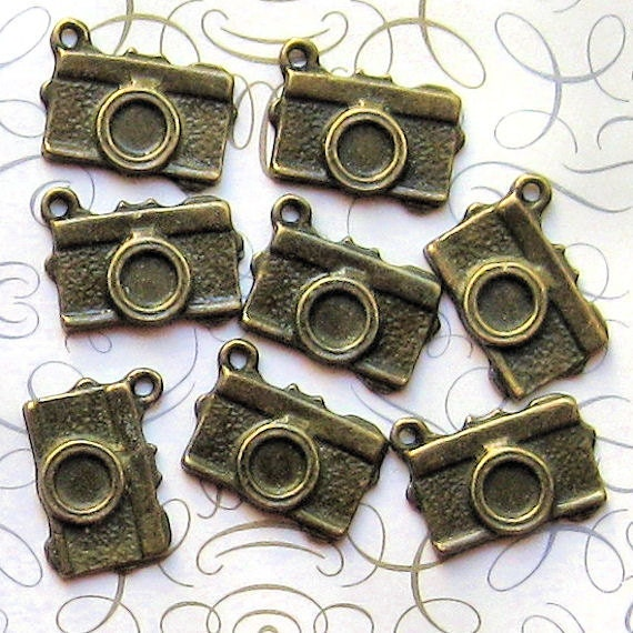 8 Camera Charms Antique Bronze Tone - BC023