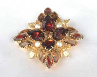 Amazing Vintage Gold Plated Rootbeer and Dark AmberRhinestone Brooch with Faux Pearl Accents