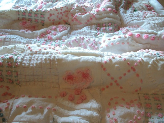 Sweet vintage chenille cotton candy baby quilt, white with pink pops, rosebuds, flowers