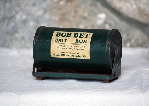 Vintage Bob-Bet Bait Box, Rustic Home Decor, Dark Green, Cabin, Fishing Display, Desk dreamt elitett