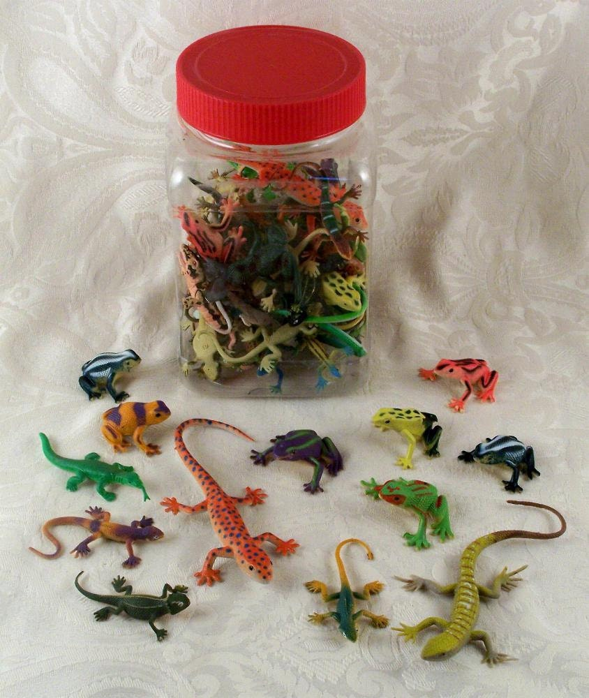 Lizard Toys For Boys : Sale lot of plastic toy lizards and frogs for embellishment