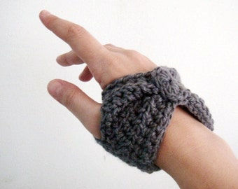 Crochet PATTERN Short Fingerless Gloves Wrist Warmers, 11