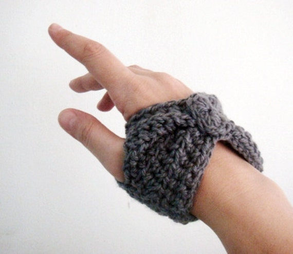 Crochet PATTERN Short Fingerless Gloves Wrist Warmers, 11
