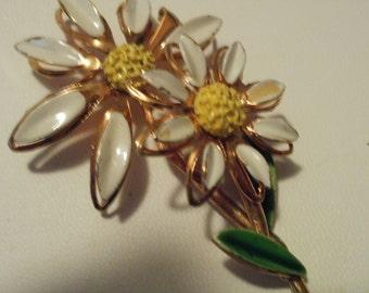 Vintage brooch, daisy brooch, enamel brooch, two daisies brooch, 1960s brooch, flower power brooch, vintage jewelry