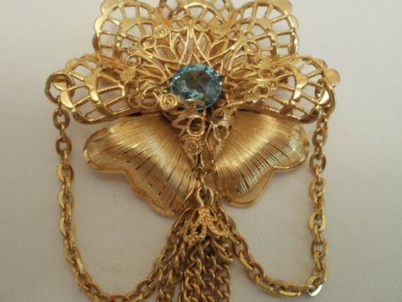 Reserved for Jaytic-Vintage Art Nouveau look brooch 1950s filigre golden with sapphire crystal
