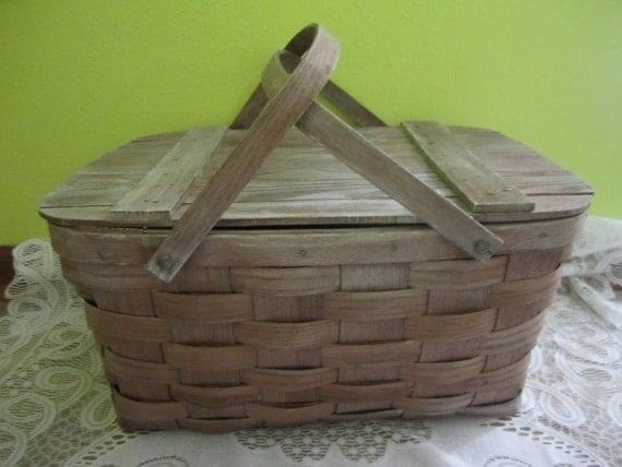 Vintage white washed shabby chic picnic basket decorator piece storage