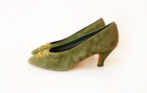 Olive Green Suede Heels Gold Chain Detail Vintage Carriage Court Blanche