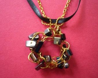 Elegant pendant in black and gold.