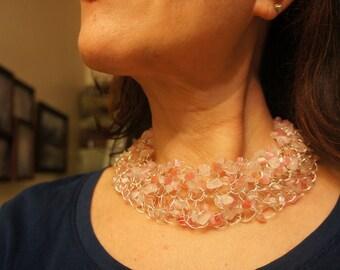 Choker Necklace in Rose quartz