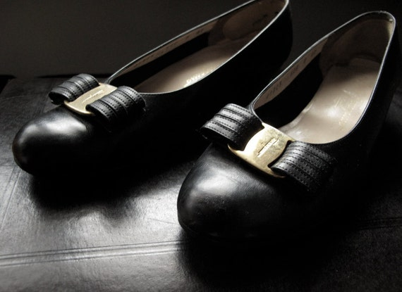 Classic Ferragamo Varina Bow Flats Size 8