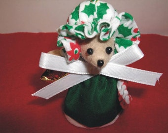 Free Shipping ) Dawn a handmade beige felt Christmas Mouse Ornament  Mice Rat Rodent Collector Animal lover By Terrys Country Shop ( 130 )