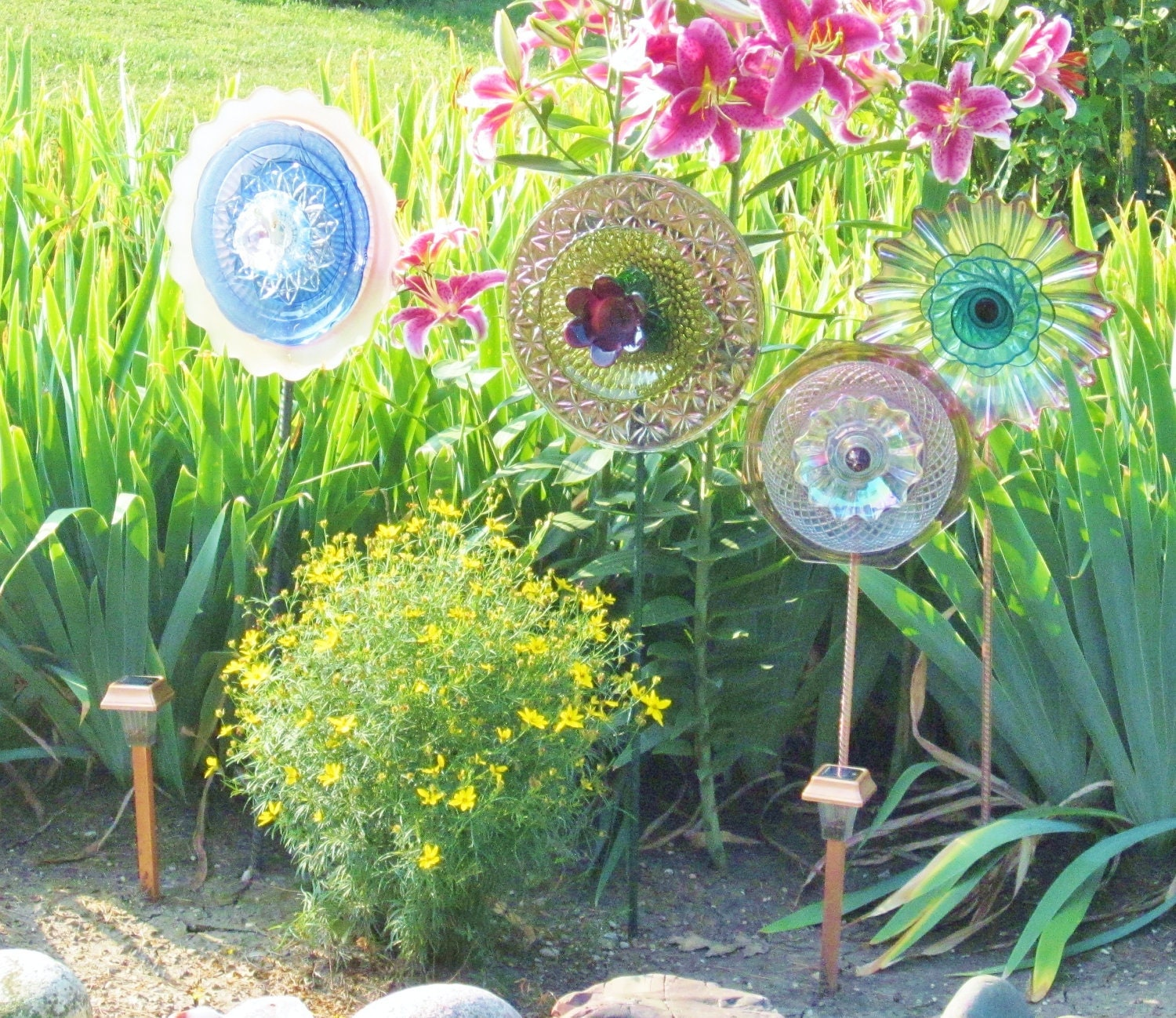 Garden flower outdoor decor recycled glass plate by jarmfarm for Homemade garden decorations